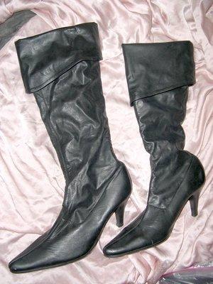 @╮全面淨空大特賣╭@八十一元亂亂標~~黑色別緻時尚高跟靴@@