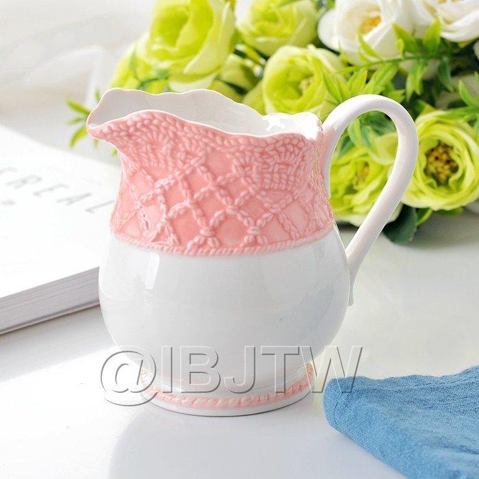 【奇滿來】陶瓷蕾絲粉邊牛奶壺帶把手280ml 咖啡奶罐奶盅茶斗果醬料斗楓糖漿蜂蜜罐蜜糖水杯牛奶杯奶精杯3個出貨 AUDD