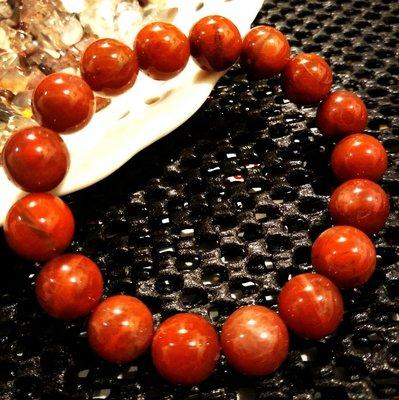 天然紅水晶晶珠珠手鏈,可以促進氣血循環,顏色鮮豔紅潤,晶體圓潤飽滿,上身大氣,造型別緻,買到賺到,少見大美貨