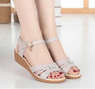 ~幸福家園~女氣質牛皮夏季軟底楔型坡跟涼鞋~防滑牛筋底~女鞋~高跟鞋