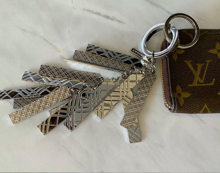 Burberry 銀色經典LOGO鑰匙圈