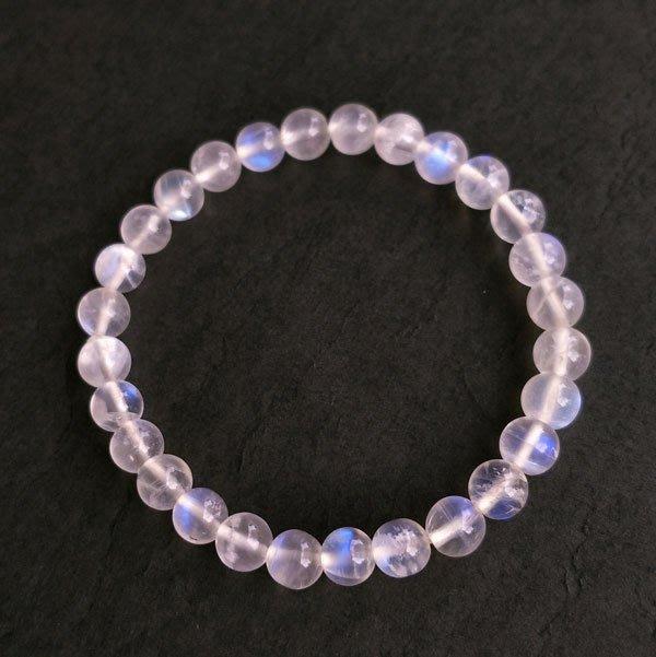 ☆采鑫天然寶石☆ **呵護**頂級天然藍色月光石圓珠手鍊~ 細緻柔美~6.8mm