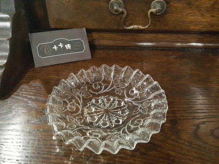 【卡卡頌 歐洲跳蚤市場/歐洲古董】法國老件_古典花紋 褶紋雕刻花邊 老玻璃皿 老玻璃盤 g0451