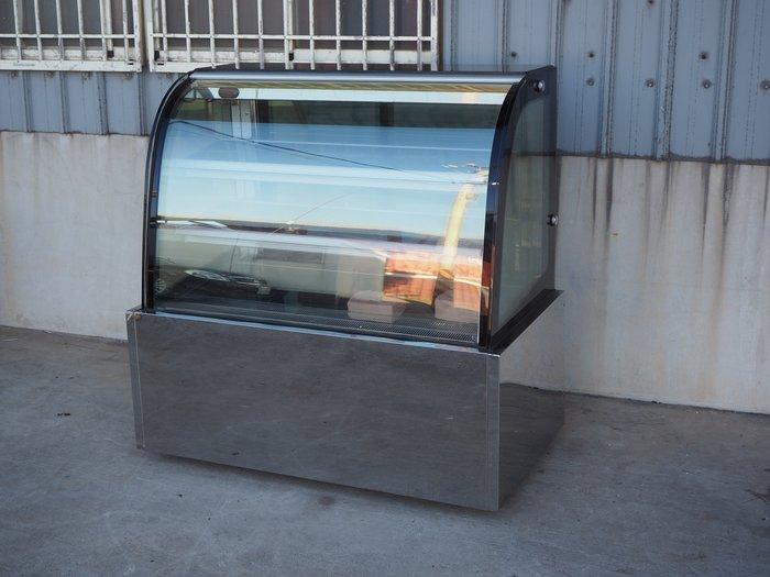 鑫忠廚房設備-餐飲設備:二手四尺落地型弧形蛋糕櫃-賣場有西餐爐-烤箱-水槽-工作檯