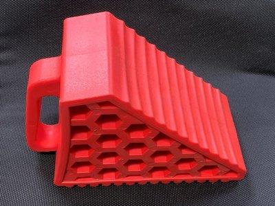 含稅 PE 移動擋車墩 中型 移動式 擋輪器 車輪擋 紅色 斜坡 停車場專用 斜坡防滑器 三角車輪擋 擋車器 擋車輪