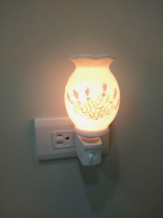 『香香草本』精油薰香陶瓷小夜燈( 台灣製)薰衣草 附複方精油一款