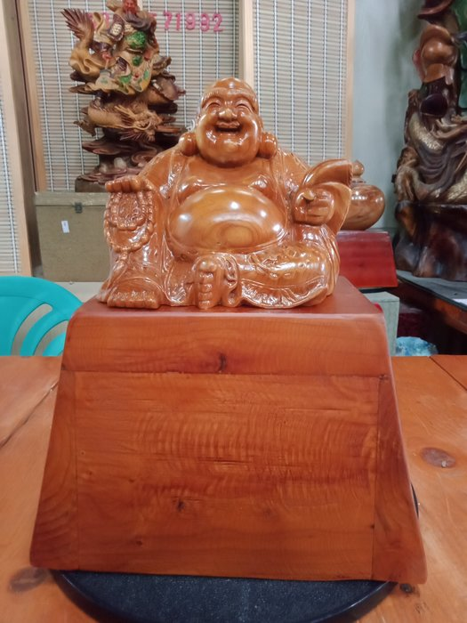 坐姿財神爺檜木雕刻 作者:柯金坤