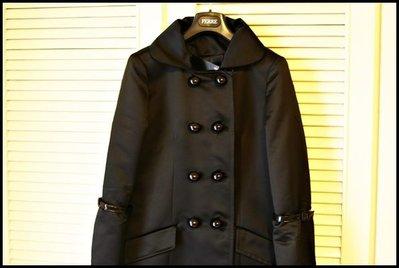 全新新光三越專櫃購買義大利名牌Fairly極黑雙排大圓扣科技光澤感軍裝風大衣(原價$26800)