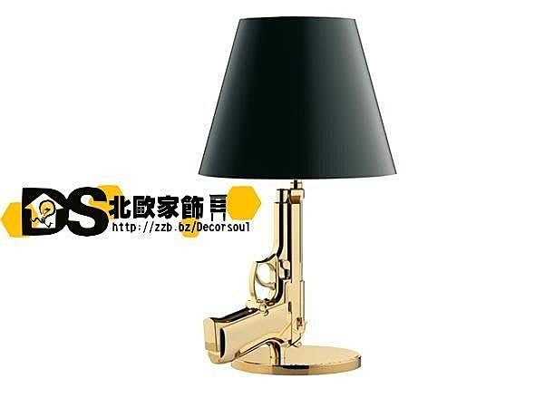 DS北歐家飾§ loft工業風格設計師復刻FLOS Gum Lamp創意金/銀手槍造型 檯燈 小夜燈 g19 ak47 cs