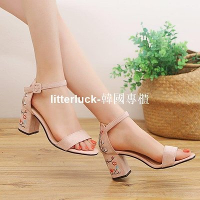 litterluck-韓國專櫃涼鞋女2019夏季新款女鞋刺繡一字帶羅馬涼鞋露趾粗跟仙女風高跟鞋