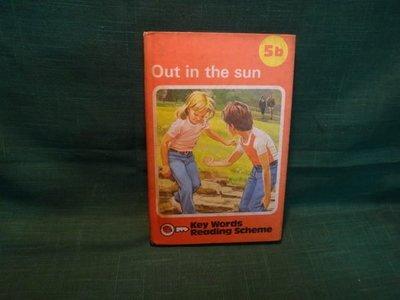 【愛悅二手書坊 17-09】Out in the sun Key Words Reading Scheme 5b