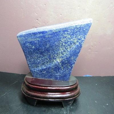 【競標網】高檔天然漂亮青金石原礦525克(贈座)(網路特價品、原價1600元)限量一件