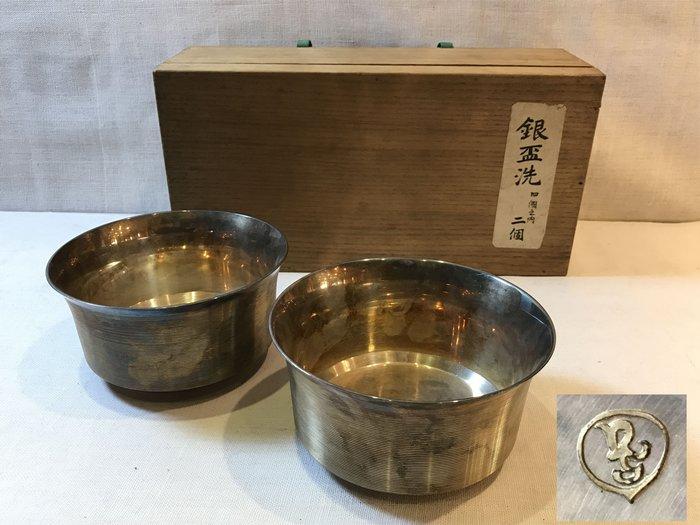 【藏舊尋寶屋】古日本明治年間造 落款 銀製 杯洗2入組 附木箱 ※712021122972D※〈古董.銀〉