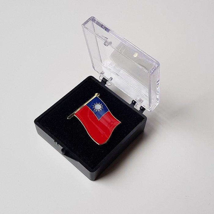 大台灣國旗徽章。國旗徽章。大徽章W2.5公分xH2.3公分。大徽章24個+盒子