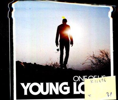 *真音樂* YOUNG LOVE / ONE OF US  二手 K12676 (封面、底破)
