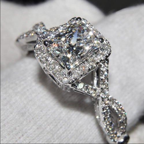 衣萊時尚-純銀925鍍18K白金公主女王戒指方鉆扭臂微鑲鋯石女款女式鉆戒指環