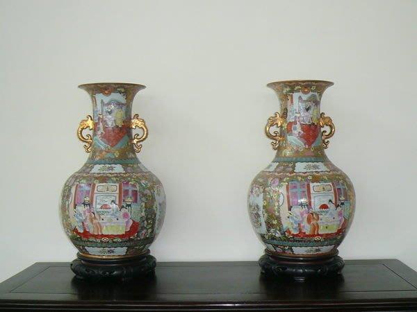 國際二手貨(全省回收)------長輩的老收藏    藝術 上彩青花瓷 大~大~大~花瓶 一對賣 刻花作品