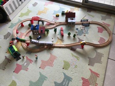 台灣 免運費 玩具 88件木製電動火車軌道組 電動火車 玩具 交通車 遊戲 道具 生日 禮物 兒 電動火車 玩具 交通車