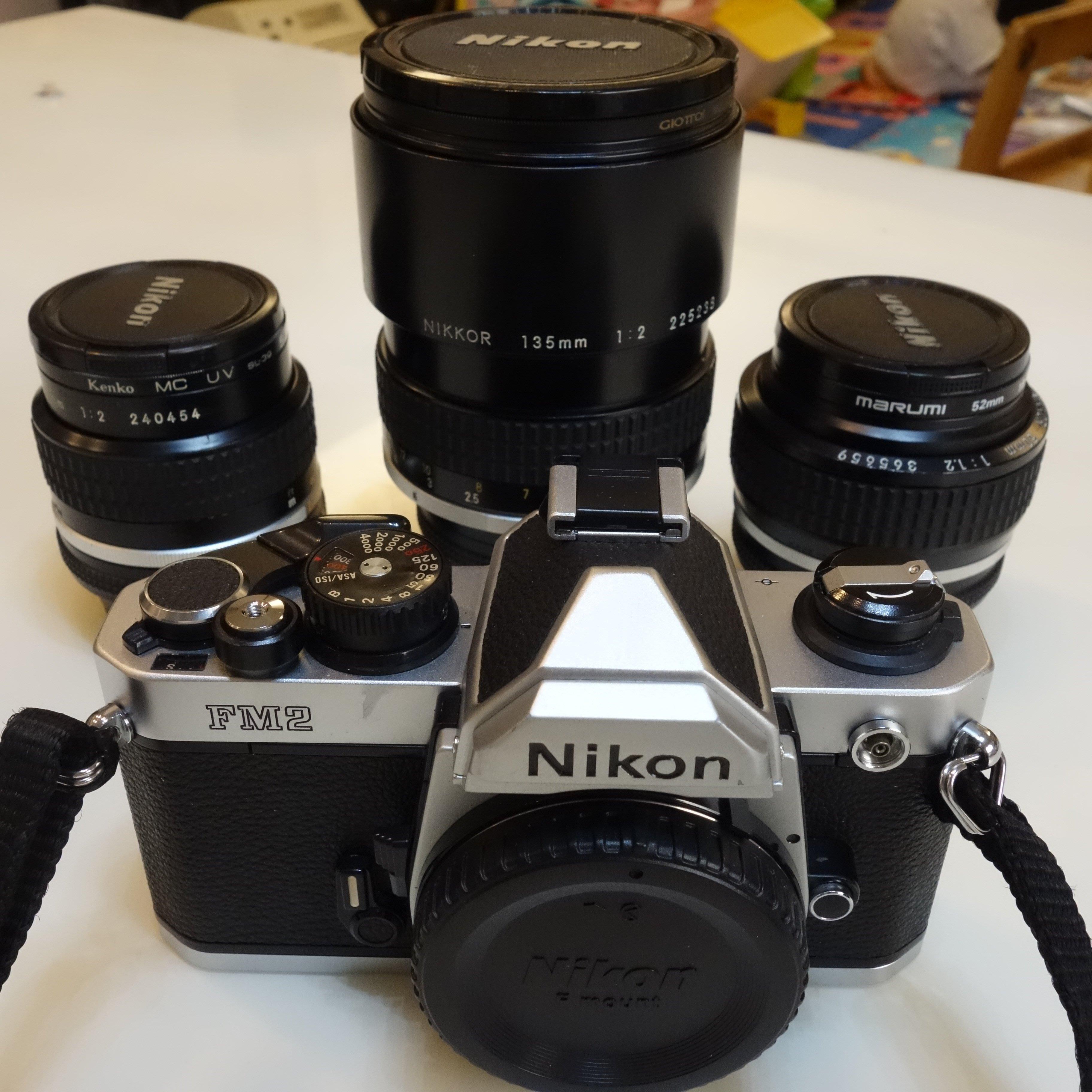 中古 Nikon 經典底片相機FM2 含三支經典定焦大光圈手動鏡頭 24/f2 50/f1.2 135/f2
