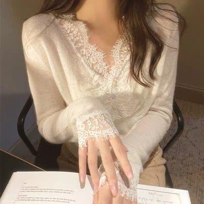 4色🎀 V領蕾絲拼接羊絨針織上衣〰️ 好舒服。好穿。版型美。內搭外穿實用性高🎶〰️