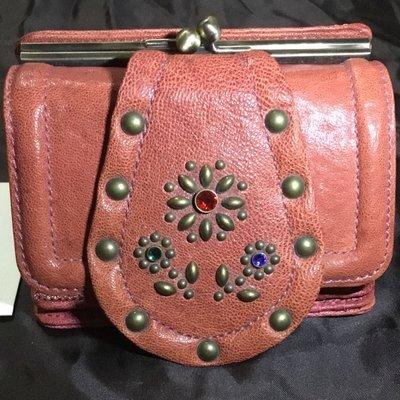 Anna Sui全新正品真皮酒紅色閃亮紅藍綠水鑽鉚釘附珠釦零錢袋三折中夾皮夾-含照片夾層