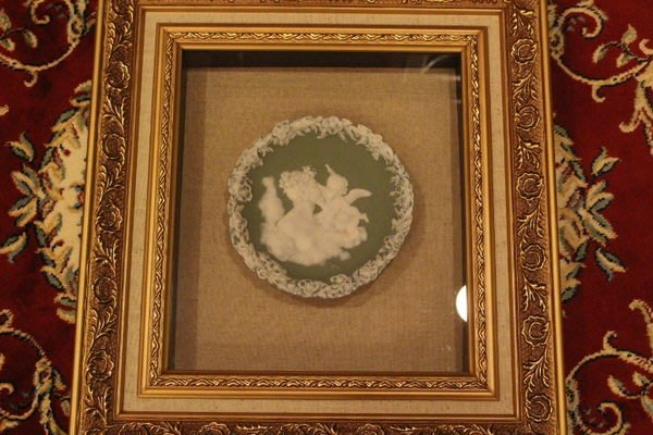 【家與收藏】特價稀有珍藏歐洲百年古董英國19世紀天使女神白瓷雙色浮雕掛盤
