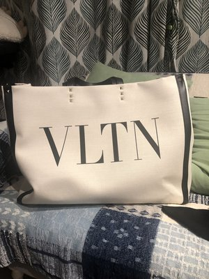Valentino Garavani Rockstud VLTN tote