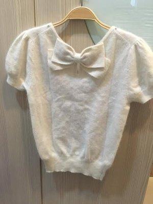 小花別針、專櫃日本品牌【NICE CLAUP】白色背後蝴蝶結針織毛料上衣