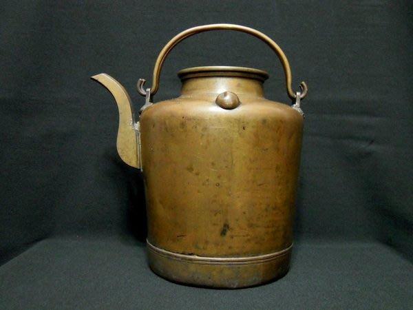 清朝銅胎雙環提梁壺-法利堂-直購價32000元.保證真品