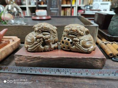 早期手工雕竹獅一對附贈原木臺