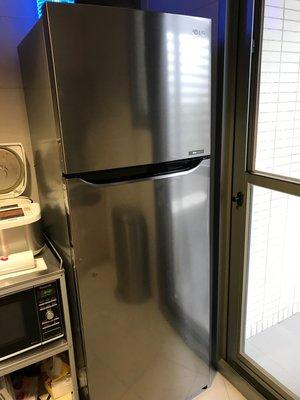 二手 LG Smart Inverter 智慧變頻電冰箱,使用未滿兩年,狀況極佳,急搬家割愛!