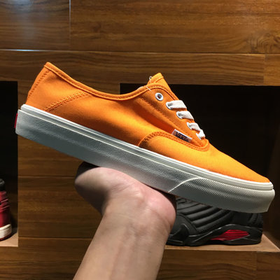 Vans Vault OG Authentic 橘白 亮橘 休閒運動帆布板鞋 男女鞋 VN0W4NDKT