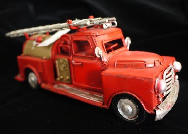 【布拉格歐風傢俱】 復古鐵皮紅色消防車 美式 收藏 擺飾 家飾 陳列展示 生日禮物