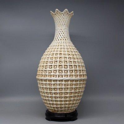 晚清湖田窑 月白釉 镂空大肚瓶