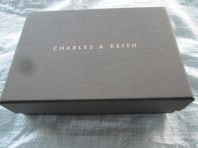 Charles & Keith 灰色硬質包裝紙盒/ 可裝小皮夾或卡片夾/ 尺寸: 17*12*4.8公分 台北市
