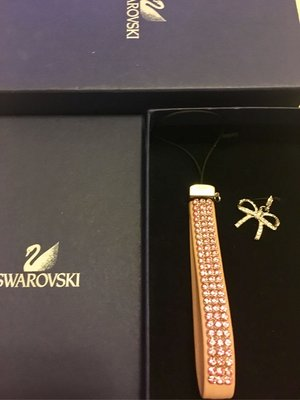 SWAROVSKI 施華洛世奇 粉紅水晶手機吊飾天母新光三越百貨專櫃