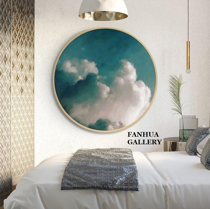 C - R - A - Z - Y - T - O - W - N 抽象天空雲朵風景圓形裝飾畫書房臥室美學空間設計圓形掛畫藍天白雲圓形裝飾藝術畫公司接待室三聯畫