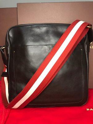 『保證真品』BALLY包 二手9成新 小牛皮附防塵套 經典紅白織帶拉鍊斜背包 肩背包 飛行員包