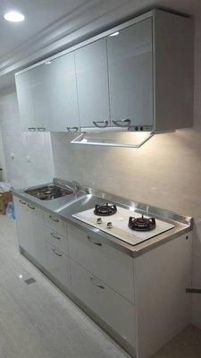 結晶好質感 淺灰色系 廚房也要時尚 晶潔廚具 木芯桶+結晶五面門+白鐵檯面上下櫃200CM,搭喜特麗二機