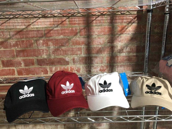 愛迪達-Adidas-三葉款老帽-現貨:黑、白、酒紅、米色-當天下標最快隔天可收到