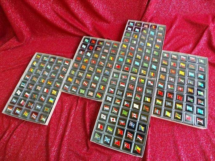 【衝浪小胖】世界200款國旗勳章盒裝組合∕胸章∕胸針∕別針∕徽章∕獎章