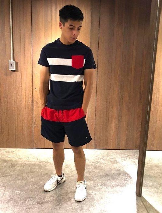 美國百分百【Tommy Hilfiger】海灘褲 TH 男褲 短褲 泳褲 沙灘褲 衝浪褲 素色 紅藍色 M號 J346