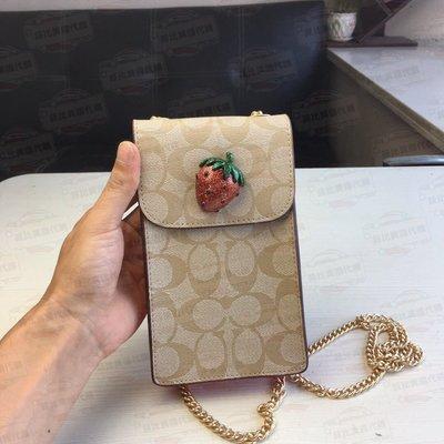 【菲比代購&歐美精品代購專家】COACH 73486 草莓圖案 真皮 C字紋 可放Puls手機 鏈條手機包 米白拼橘粉