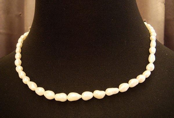 全新從未戴過典雅天然珍珠造型項鍊,賣場有四條同材質,編號 4 - 2!低價起標無底價!本商品免運費!