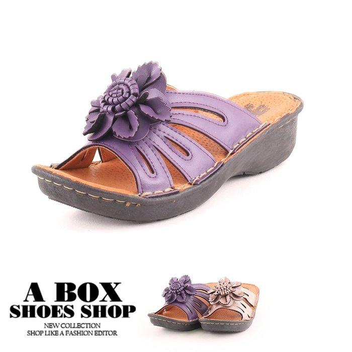 格子舖*【KBP-0635】3.5CM楔型拖鞋 休閒百搭立體花朵舒適透氣厚底涼拖鞋 MIT台灣製 2色