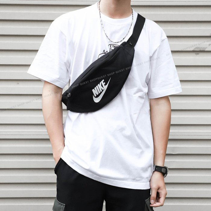 【QUEST】NIKE HERITAGE HIP PACK 字體 LOGO 基本款 運動 腰包 BA5750 010