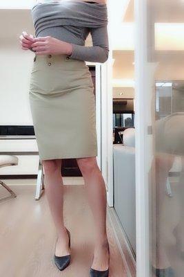 *Beauty*CELINE卡其色風衣料銅釦短裙 38號 2000 元IR