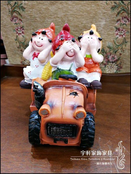 【現貨】三隻尖帽小矮人汽車勿聽勿言勿視擺飾 波麗娃娃 公仔 可愛童話鄉村風 送禮 店面民宿裝飾 ♖花蓮宇軒家飾家具♖