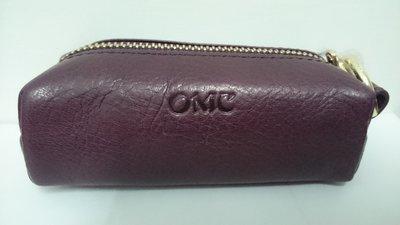 小田井  OMC  OMNIA COLORARE 精品~95026原皮浪漫紫色 枕木型輕便拉鏈零錢包(可放印章)~大