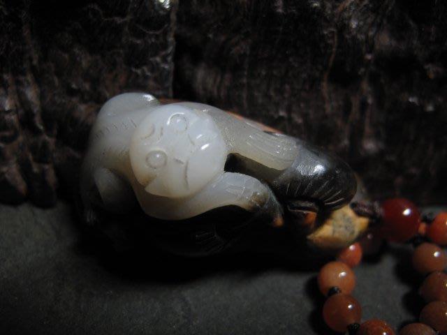 和闐玉雕◎ 帶皮 靈猴獻壽